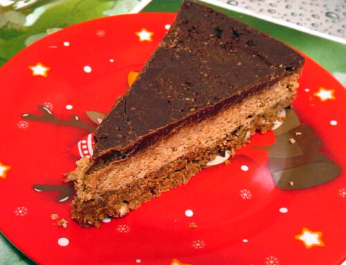 VIDEO: Prajitura cu nuci, alune de padure, biscuiti si ciocolata
